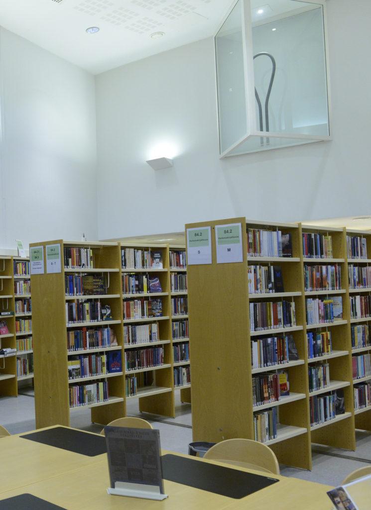 Jan Kenneth Weckmanin teos Kemin kirjastossa