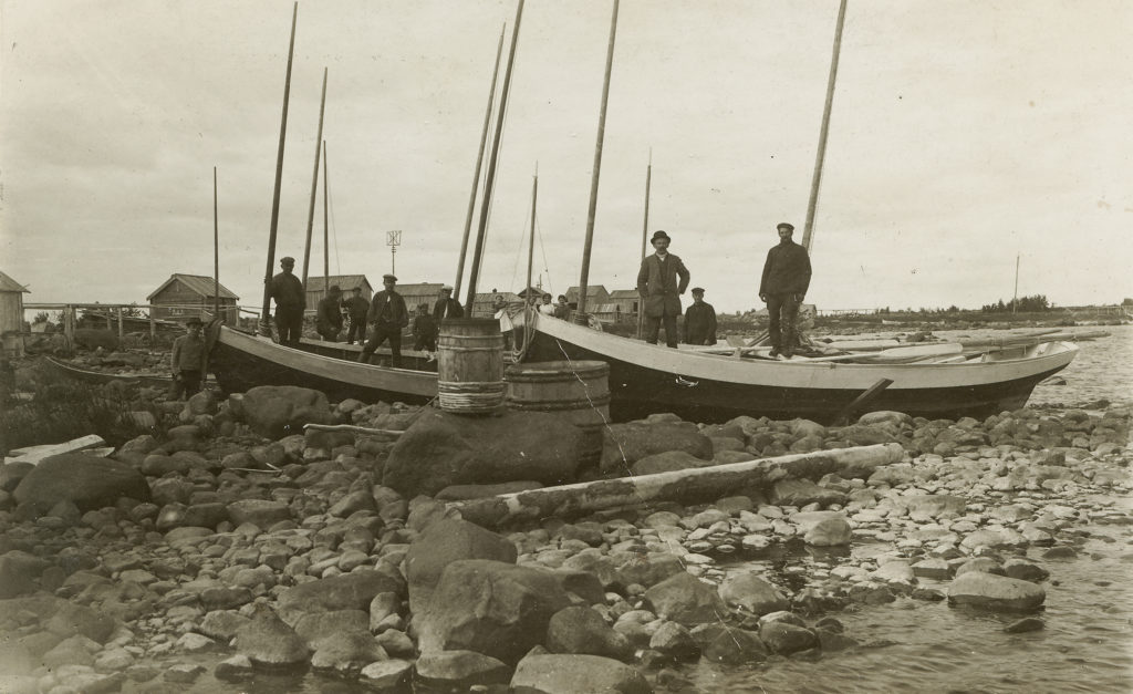 Fishers on the Sarvi island in 1920's.