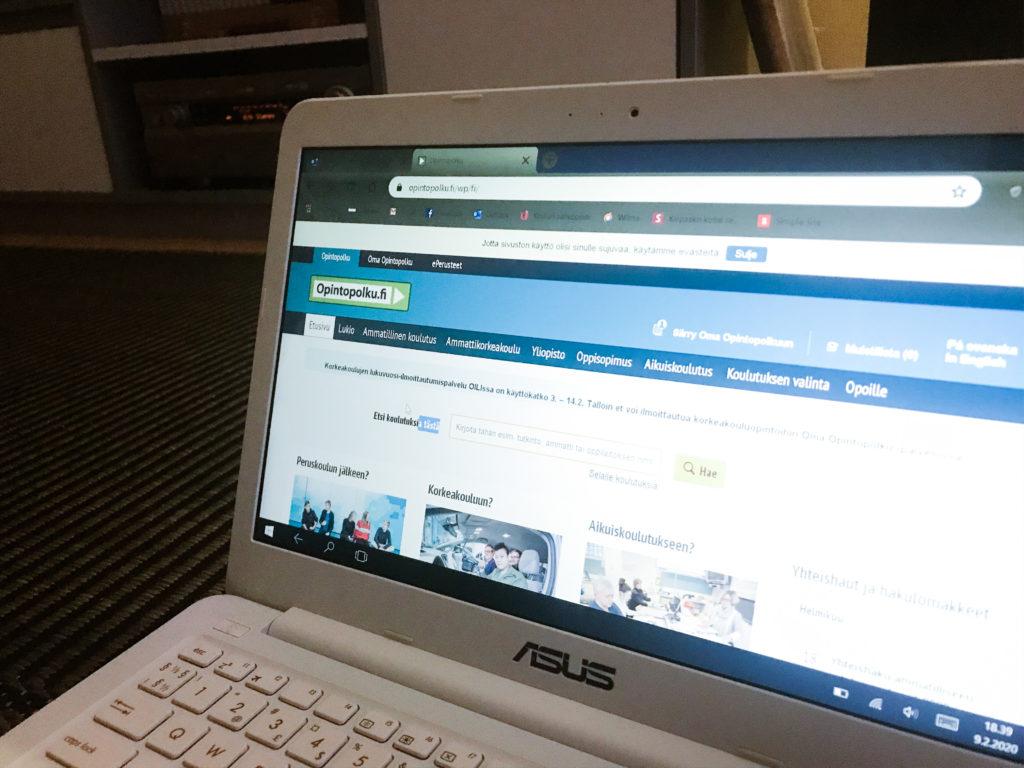 Tietokoneen näyttö, näytöllä yhteishakusivu.