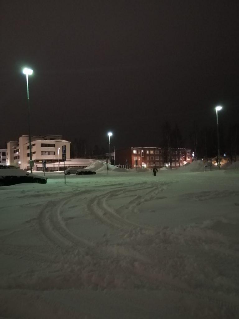 Luminen kulttuurikeskuksen parkkipaikka